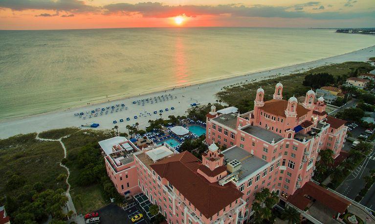 Hotel The Don Cesar St Pete Beach